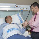 Andrés Casqueiro visita a 'El comisario' Gerardo Castilla en el hospital