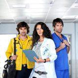 Mónica Estarreado posa con Iván Sánchez y Rafael Amaya