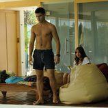 Maxi Iglesias sin camiseta