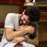 Adrián Cortés (Manel Barceló) malherido en brazos de Ray