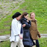 Natalia Verbeke y María Esteve durante el rodaje de 'Doctor Mateo'