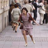 Verónica Sánchez corre en una escena de '14 de abril. La República'
