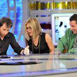 Pablo Motos experimenta con Jennifer Aniston y Adam Sandler