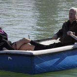 Paquita y Miguel en una barca
