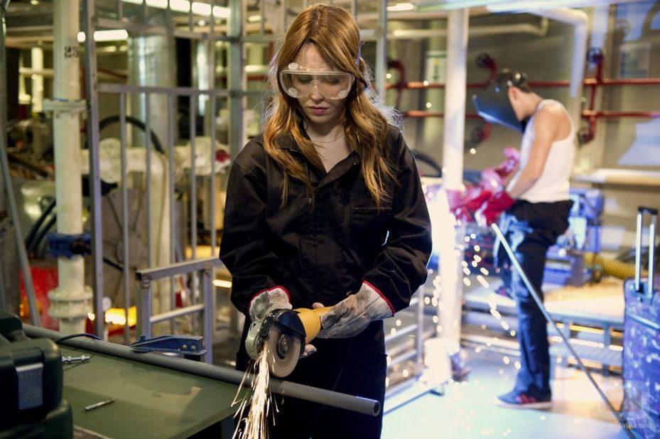 Blanca Suárez con una sierra eléctrica