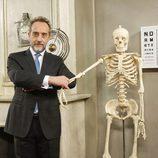 El doctor Mateo en su consulta