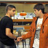Imagen de Maxi Iglesias y Luis Fernández 'Perla' en 'Los protegidos'