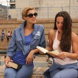 Cristina Urgel y Kate del Castillo en el patio de la cárcel