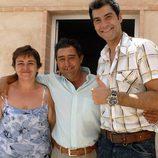 Jorge Fernández con una familia en 'Esta casa era una ruina'