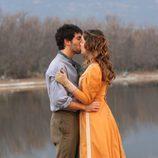 El beso entre Juan y Soledad