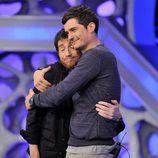 Pablo Motos y Orlando Bloom se abrazan en 'El hormiguero'