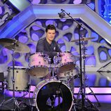 Orlando Bloom toca la bateria