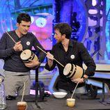 Orlando Bloom y Pablo Motos tocan la zambomba