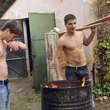 Culebra y Ángel sin camiseta en 'Los protegidos'