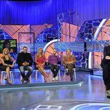 Jordi González y los familiares o amigos de los concursantes