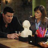 Booth y Breenan en el capítulo 'El acróbata del moho'