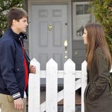 Culebra y Sandra, en la puerta de casa