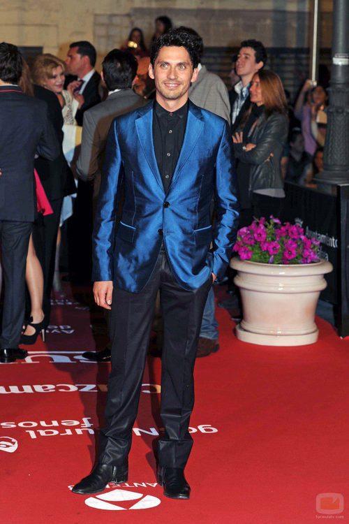 Paco León con una llamativa chaqueta azul