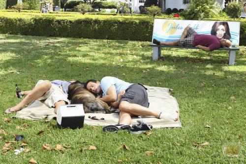 Bobby, Grayson y Andy duermen en el parque