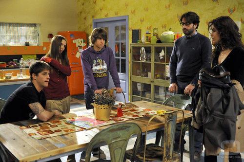 La familia reunida en la cocina fotos formulatv for Cocina en familia