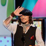 Johnny Depp recoge su premio en la gala de los Kids' Choice Awards