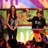 Jaden Smith recoge su premio en los Kids' Choice Awards de la mano de Sofia Vergara y Joe Jonas