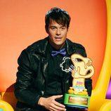 Josh Duhamel recoge su premio en la gala de los Kids' Choice Awards