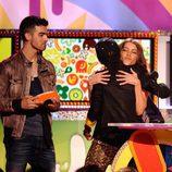 Sofia Vergara abraza a Jaden Smith en la gala de los Kids' Choice Awards
