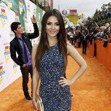 Victoria Justice en la alfombra naranja de los Kids' Choice Awards