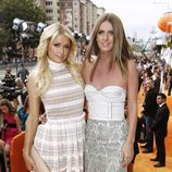 Paris y Nicky Hilton en la alfombra naranja de los Kids' Choice Awards