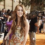 Miley Cyrus en la alfombra naranja de los Kids' Choice Awards