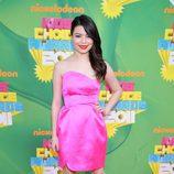 Miranda Cosgrove en la alfombra naranja de los Kids' Choice Awards