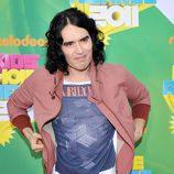 Russell Brand en la alfombra naranja de los Kids' Choice Awards