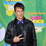 Josh Duhamel en la alfombra naranja de los Kids' Choice Awards