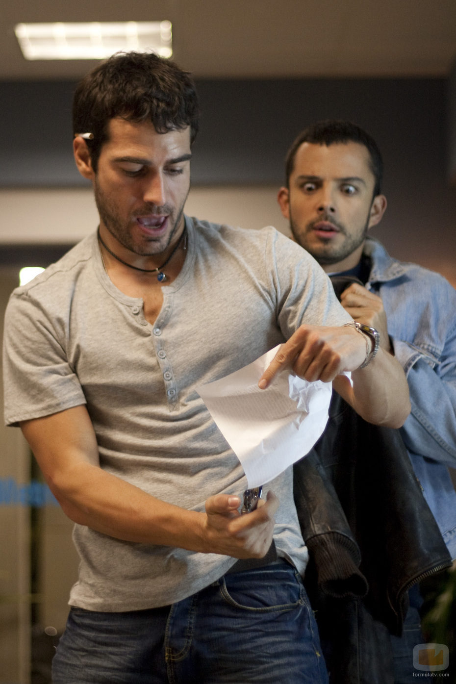 León Robles intenta salvar a un paciente en 'Mentes en shock'
