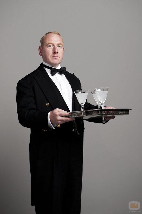 Adrian Scarborough es Mr. Pritchard
