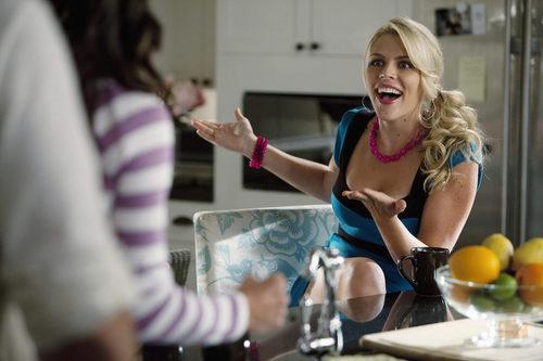 Busy Philipps en el 2x02 de 'Cougar Town'