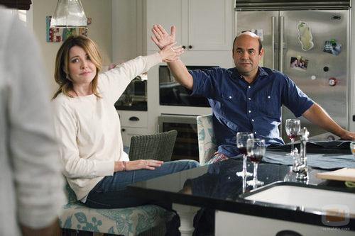 Elle y Andy juntan sus manos
