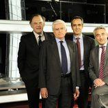 Vasile con el equipo de informativos del Grupo Telecinco