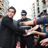 Los fans enloquecen a la llegada de Mario Casas a los Micrófonos de Oro 2011