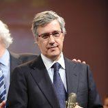 Ernesto Sáenz de Buruaga recibe su Micrófono de Oro 2011