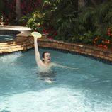 Travis en la piscina