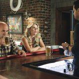 Bobby y Laurie, en la cafetería con Grayson