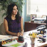 Jules, trabajando en 'Cougar Town'