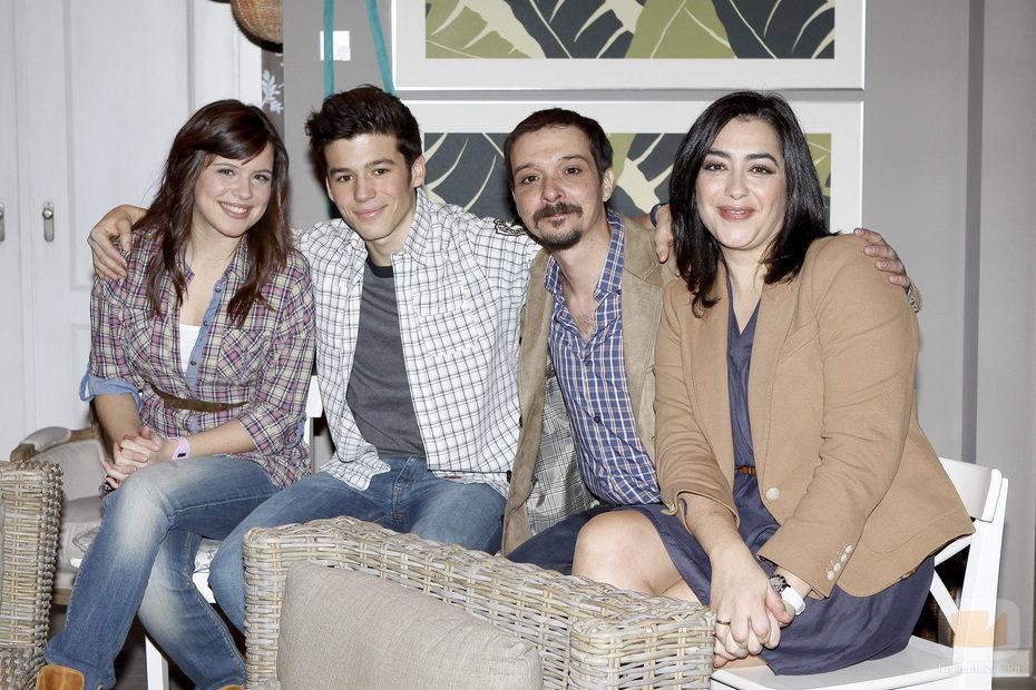 Nata y Álex con sus padrinos, Pascual y Charo