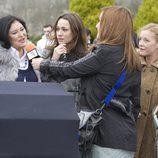 Carol, entrevistada por la televisión en 'Doctor Mateo'