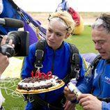 Patricia Conde y Miki Nadal con una tarta