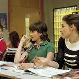 Teresa y Daniela se sientan juntas en el aula del Zurbarán