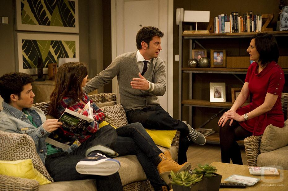 Agus con la familia de Sebas en 'buenAgente'