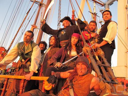 El reparto de 'Piratas' al atardecer